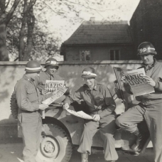 4_US_MPs_reading_about_German_surrender